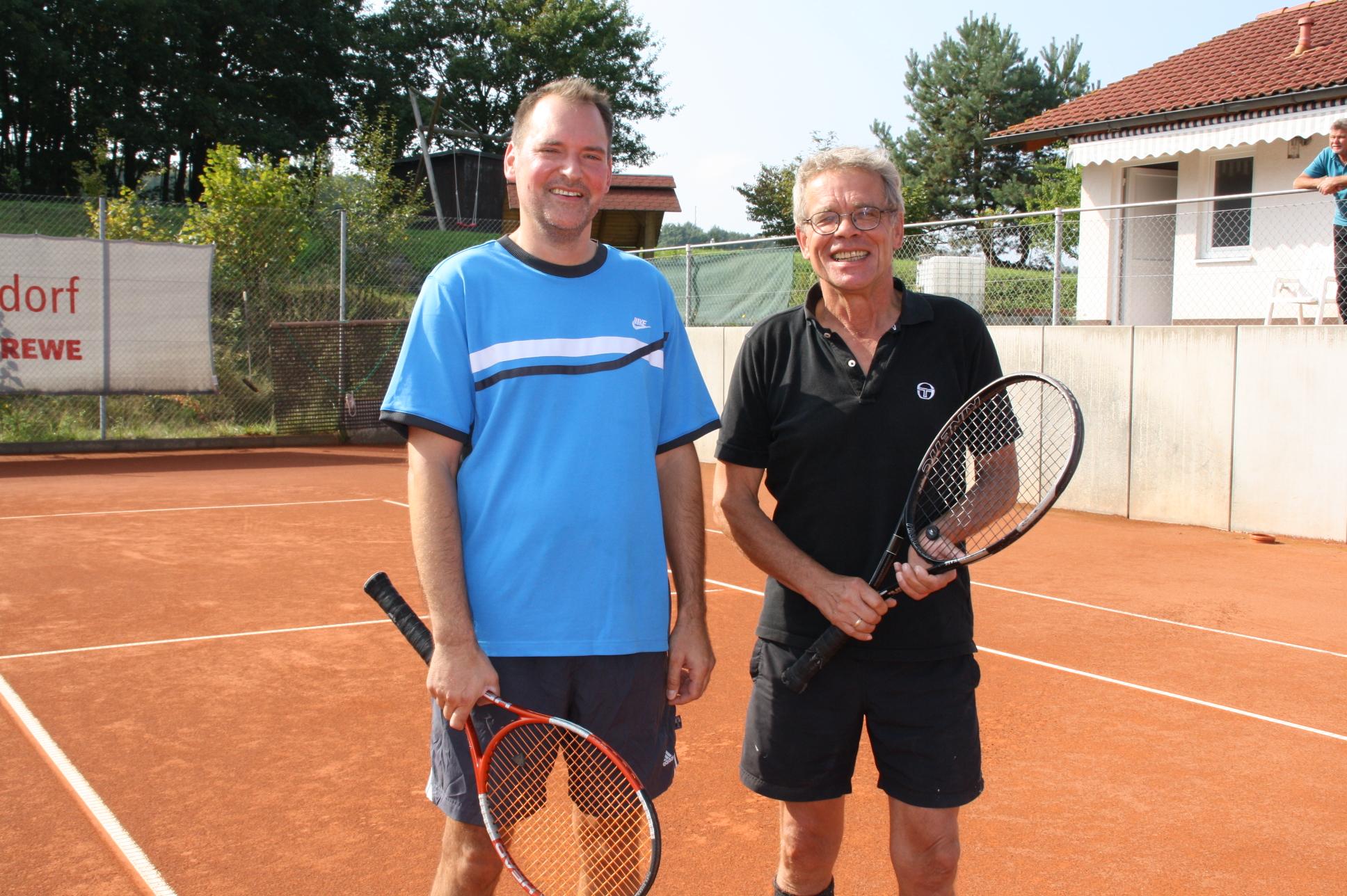Vereinsvorsitzender Achim Leuchtenberger (rechts) holte im Finale gegen Lutz Breyer den Meistertitel.
