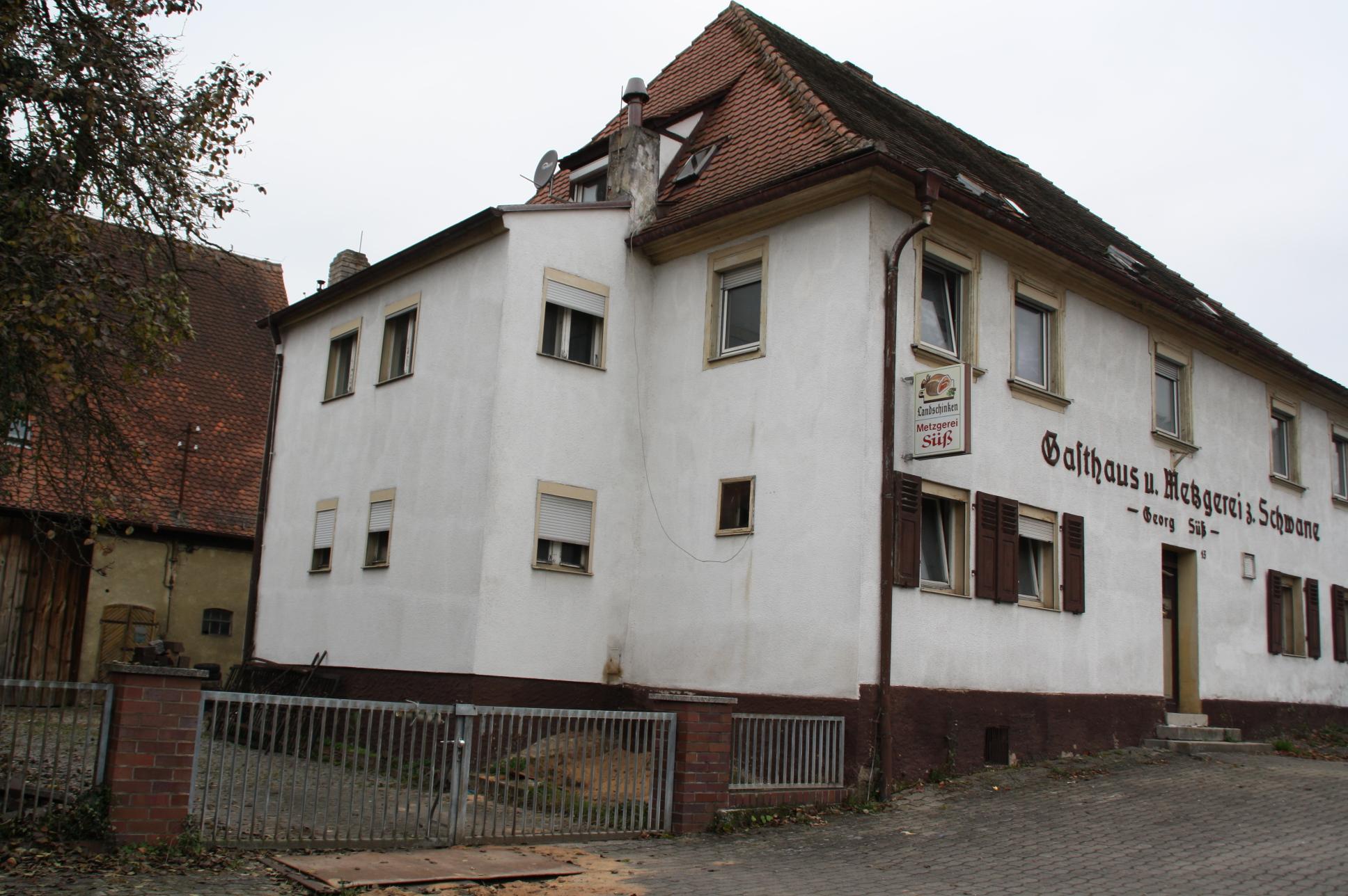 """Das Ensemble """"Zur Schwane"""" in Weisendorf wird saniert. Derzeit sieht es so aus."""