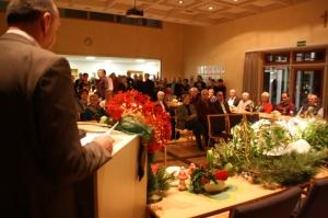 Dicht gedrängt standen die geladenen Bürger bei der Rede von Bürgermeister Heinrich Süß.