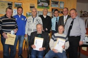 Die Geehrten (sitzend von links): Karl Amm und Helmut Herbig;