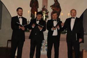 """""""Vivat"""",1991 gegründet von Victor Stupnev (Bariton, rechts im Foto), ist eine Vereinigung von Solisten, die sich vom Konservatorium in St. Petersburg her kennen und dort als Dozenten oder als Solisten an führenden Theatern tätig sind."""