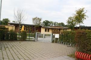 Der Außenbereich der Kita Gerbersleite soll saniert werden.  Gebäude und Außenbereich sind Eigentum der Kommune, betrieben wird die Kita von der Lebenshilfe der Kreisvereinigung Erlangen-Höchstadt.