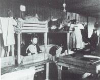 Der Flüchtlingsstrom war enorm. Im Schloss wurden eilig gezimmerte Doppelstockbetten aufgestellt.