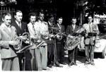 1955 im Mai spielten die acht Mitglieder zur Kerwa in Kairlindach auf.