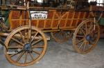 Das Foto zeigt den Wagen der Familie Wirtz, der eigentlich in Süd-Ungarn für Fahrten in die Stadt und zu Festen angeschafft und dann zur Flucht in den Westen eingesetzt wurde.