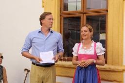 Die Schlossherren bei der Begrüßung der Gäste: Max Freiherr von Gagern und Ehefrau Freifrau Irina von Gagern.