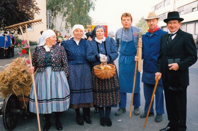 Werktagstracht beim neuzeitlichen Umzug in Fürth, 1995. Fotograf: unbekannt